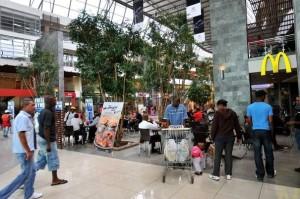 780936_centre-commercial-a-soweto-en-afrique-du-sud-le-19-mars-2010