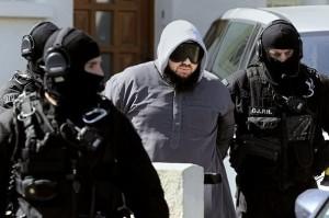 298011_le-chef-du-groupe-radical-salafiste-forsane-alizza-les-cavaliers-de-la-fierte-mohamed-achamlane-est-arrete-le-30-mars-2012-a-bouguenais-pres-de-nantes