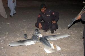 220910_carcasse-d-un-drone-de-surveillance-americain-tombe-dans-la-ville-de-chaman-au-pakistan-le-25-aout-2011