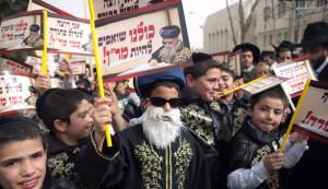 des-juifs-ultra-orthodoxes-manifestent-a-jerusalem
