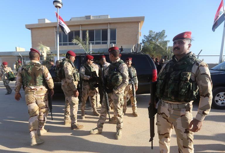 des-forces-de-securite-irakiennes-sur-la-base-militaire