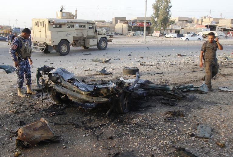 130712-soldat-irakien-restes-calcines-d-un-vehicule