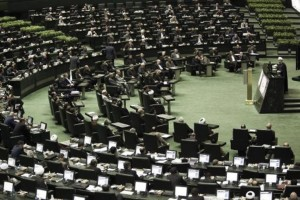 Le-Parlement-iranien-presente-un-texte-encadrant-l-accord-nucleaire_article_popin