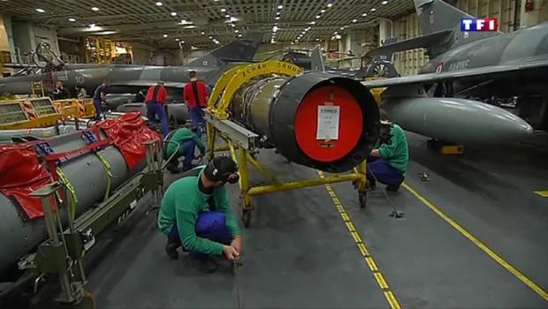 Syrie intenses frappes des avions de chasse fran ais - Porte avions charles de gaulle journal de bord ...