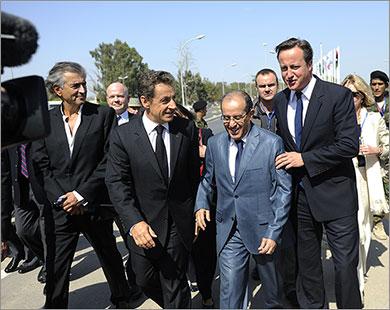 Nicolas Sarkozy et David Cameron en Libye